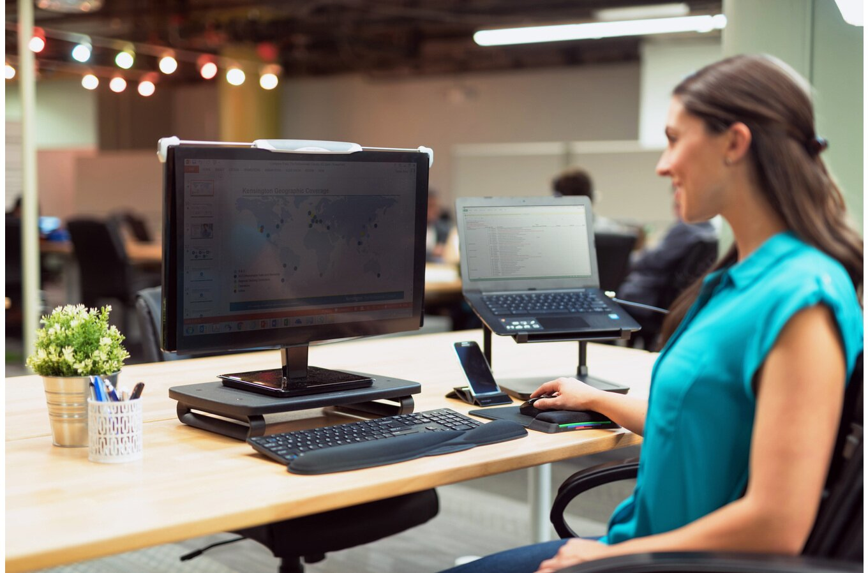 Monitor Stand Plus met SmartFit System (zwart)